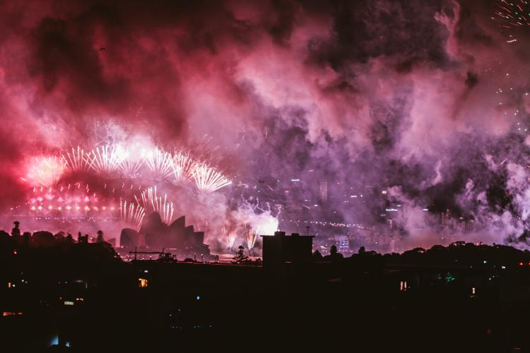 Sydney fireworks covered in smoke