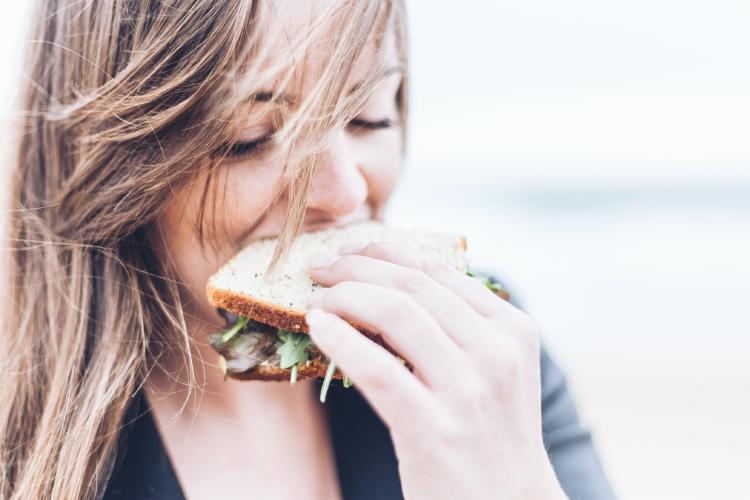 Blond-girl-eating-a-sandwich.jpg