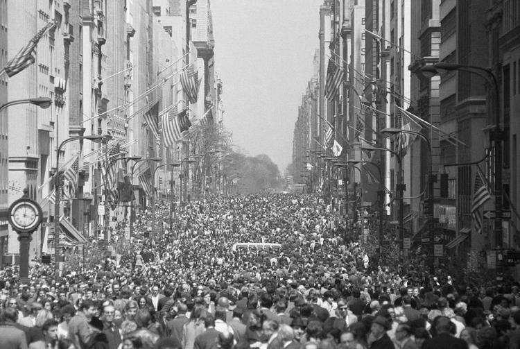 1970 a street filled with people